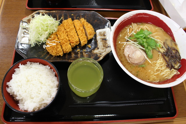 豚骨醤油ラーメン定食