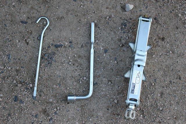 ジャッキと工具