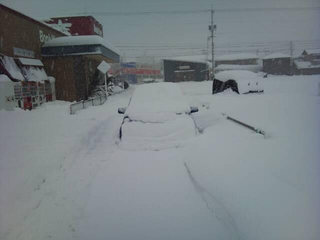 車が雪に埋まる