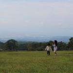 姉妹と野原